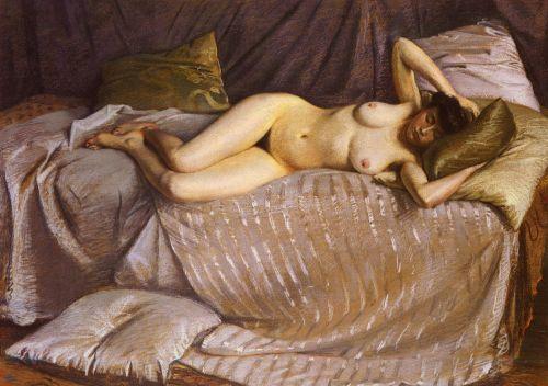 femme-nue-etendue-sur-un-divan