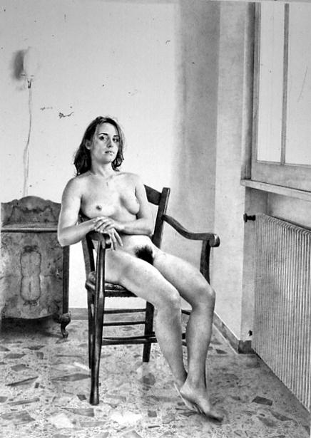 Seduta sulla sedia