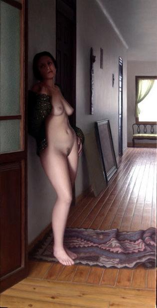 Desnudo en el pasillo