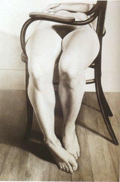 Desnudo en mecedora