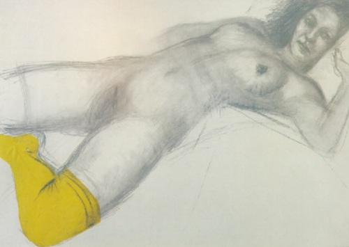 Mujer con calcetín amarillo