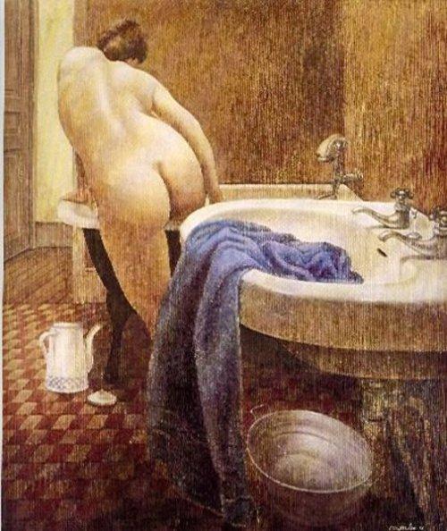 Mujer entrando en la  bañera