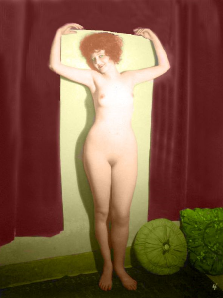 Clara Bow posing nude for an erotic postcard